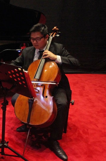 Auckland Philharmonia Orchestra cellist James sang-oh Yoo