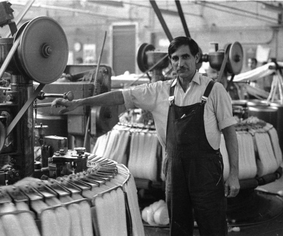 Darcy Lange <em>A Documentation of Bradford Working Life, UK (The Second Situation: Whiteheads Woollen Mills, 2nd Study: Traditional Combing—Alah Dad)</em> 1974, photographic still. Courtesy Govett-Brewster Art Gallery and Darcy Lange Estate