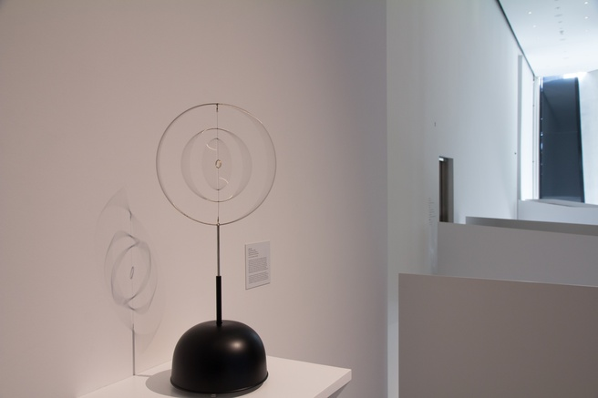 Len Lye <em>Roundhead</em> 1960, 1998 reconstruction. stainless steel, nylon, music box and motors 655 x 275mm. Len Lye Foundation Collection, Govett-Brewster Art Gallery/Len Lye Centre. Photo Bryan James