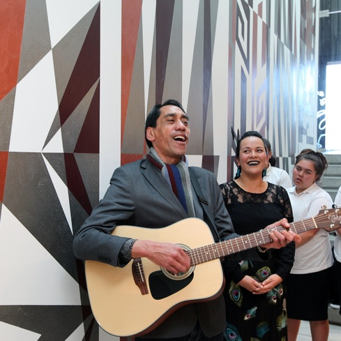 Waiata singing at the Gallery