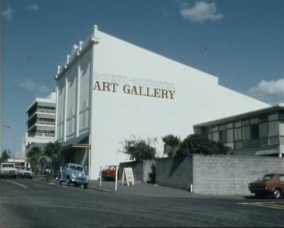 Govett Brewster Art Gallery, view from King St, New Plymouth, April 1982. Still taken from episode of Kaleidoscope aired on TVNZ 4 June 1982. Courtesy TVNZ Television Archive