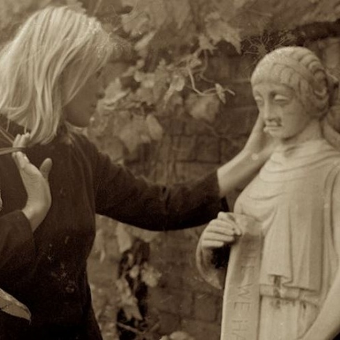 Film still from <em>Marianne & Leonard: Words of Love</em> Image courtesy of Park Circus Distribution