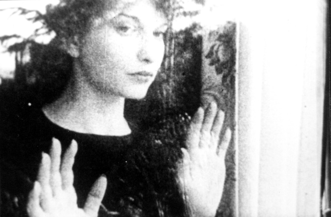 Maya Deren & Alexander Hammid <em>Meshes of the Afternoon</em> 1943 film still. Courtesy Light Cone, Paris